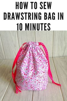 How to Sew a Drawstring Bag ( Easy Sewing Project) Learn how to sew drawstring bags in 10 minutes with this easy DIY sewing tutorial. Easy and quick to whip up, you can make one in 10 minutes! This sewing project involves just a few straight line stitches Drawstring Bag Diy, Drawstring Bag Pattern, Drawstring Bag Tutorials, Small Sewing Projects, Sewing Projects For Beginners, Sewing Tutorials, Sewing Tips, Sewing Hacks, Tutorial Sewing