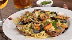 Hvidløgsmuslinger   Samvirke Spaghetti, Ethnic Recipes, Cooking, Cherry Tomatoes, Eggplant, Kitchens, Sea Shells, Kitchen, Noodle