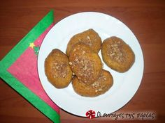 Great recipe for Melomakarona by Vefa. Melomakarona (Christmas honey cookies with walnuts) that are flavorsome, easy and tasty, by Vefa Alexiadou! Recipe by sofita Greek Cookies, Honey Cookies, Walnut Cookies, Greek Sweets, Greek Desserts, Greek Recipes, Christmas Sweets, Christmas Baking, Christmas Ideas