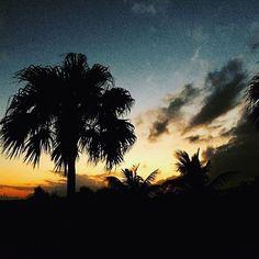【_ranunoriginal】さんのInstagramをピンしています。 《・ ・ ・ sunset🌴 どんより曇りのはずが ホテルの前にある海の所だけ 雲がなくなってsunsetがみれたときの写真。 Happy💜 ・ ・ ・ #sunset #beach #sky #palmtrees #japan #miyakoisland #trip #travel #photographer #photography #iphoneography #happy #la #art #ny #love #instagood #instadaily #沖縄 #宮古島 #与那覇前浜ビーチ #ビーチ #海 #写真好きな人と繋がりたい #旅 #ビーチガール #サンセット #夕日 #空》