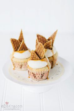Stroopwafel Cupcakes (Cinnamon Browned Butter Cupcakes with Salted Caramel Buttercream) Mini Cakes, Cupcake Cakes, Just Desserts, Delicious Desserts, Butter Cupcakes, Buttercream Cupcakes, Buttercream Recipe, Cupcake Recipes, Dessert Recipes