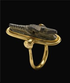Modern swivel gold ring, set with an Egyptian Steatite crocodile amulet (ca. late period to Roman period ~ ca 6th century BC to 2nd century AD) | Designer unknown, private collection | 5,250$ ~ Sold (Dec 2008)