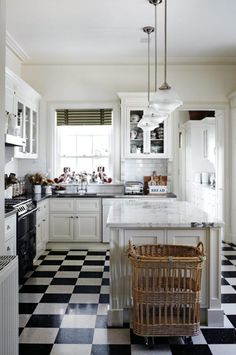 Black and White Kitchen - 60 English Country Kitchen Decor Ideas 68 – Kawaii Interior - Black Kitchens, Home Kitchens, Kitchen Black, Narrow Kitchen, Kitchen Modern, Kitchen Styling, Kitchen Decor, Cozy Kitchen, Kitchen Colors