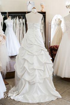 suknia ślubna Madleine w kolorze śmietany z kryształkami (tył)