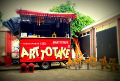 Art To Take - mobiele kunst van Erik Sok en Ellen van Putten - more about art on http://on.dailym.net/298MjwM #Amsterdam, #Art-To-Take, #Ellen-Van-Putten, #Erik-Sok, #Wertheimpark