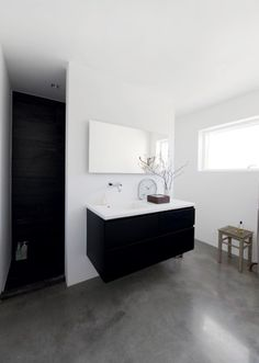black vanity, shower, white wash walls, gray flooring walk in shower Grey Bathrooms, White Bathroom, Bathroom Interior, Bathroom Concrete Floor, Concrete Floors, Bad Inspiration, Bathroom Inspiration, White Wash Walls, Tuile