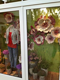 Window display with flowers hand sculpted out of paper pulp. Large Paper Flowers, Giant Flowers, Diy Flowers, Scrapbook Paper Crafts, Scrapbooking, The Company You Keep, Flower Window, Window Ideas, Window Displays