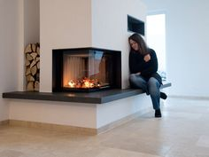 Great Photos Fireplace Hearth rustic Strategies Travertine Tiles Medium Line, finely ground – Tiles made of travertine beautify the cozy atmosph Inset Fireplace, Freestanding Fireplace, Home Fireplace, Fireplace Remodel, Modern Fireplace, Living Room With Fireplace, Fireplace Design, Living Room Decor, Scandinavian Fireplace