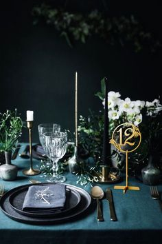 Tisch Deko Between blue and green Sweet home How A Hepa Air Cleaner Works The term HEPA has become s Gold Table Numbers, Wedding Table Numbers, Table Verte, Wedding Table Seating, Wedding Tables, Deco Table Noel, Sweet Home, Winter Table, Green Table