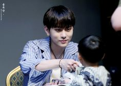 Junhyung - Beast 160716 | beast Highlight Fansign Yong Jun Hyung, Yoseob, Fan Signs, Seriously Funny, Take My Breath, One Moment, Words To Describe, Record Producer, Funny Kids