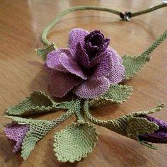 Neşe'nin gözdeleri Crochet Flower Patterns, Lace Patterns, Crochet Flowers, Fabric Flowers, Crochet Brooch, Knit Crochet, Crochet Earrings, Fabric Flower Tutorial, Couture Embroidery