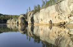 Unwind in stunning World Heritage surrounds at Dunns swamp - Ganguddy campground. Perfect for a family camping trip, you can go fishing, walking, canoeing and swiming. Short Trip, Great Photos, Geology, Camping Holiday, Mount Rushmore, National Parks, Places To Visit, Wildlife, Hiking