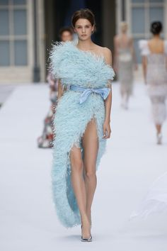 Pale blue tulle off-the-shoulder cocktail dress. Pale tulle off-the-shoulder cocktail featuring a thigh-high slit and cornflower blue taffeta bow belt, hand embellished with devoré ostrich feathers and light azore glass beads. Couture Fashion, Runway Fashion, Fashion Show, Fashion Outfits, Wedding Dress With Feathers, Feather Dress, Ralph & Russo, Fru Fru, Laura Lee