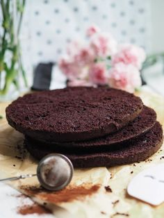 Easy Juicy Chocolate Cake (also gluten free and vegan) Annin Oven Vegan Sweets, Vegan Desserts, Vegan Recipes, Dessert Recipes, Vegan Food, Food Food, Free Recipes, Finnish Recipes, Most Delicious Recipe