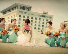 I want to pose/take a picture like this on my wedding day!!