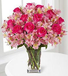 astromélia e rosas Adorei este arranjo para usar na decoração da mesa do bolo.