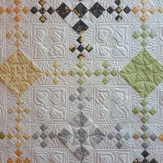 Who loves nine patches?  Well I did manage to video a section of the quilting on this 9th & Vine quilt. Hop over to my Forever Quilting YouTube channel to check it out. Be  sure to subscribe while you are there. ️️️ 9th & Vine quilt pattern @corianderquilts Pepper & Flax by @moda #onestartonestop #connectingquiltdesigns #makingconnectionsbook #longarmquiltingworkbook #modafabrics #showmethemoda #corianderquilts #pepperandflax #quilts #longarmquilting #machinequilting #quilting
