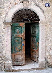 Cool Doors, Unique Doors, Brick Archway, Garden Doors, Door Accessories, Tuscan Decorating, Windows And Doors, Front Doors, Painted Doors