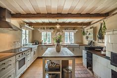 Historická usedlost :: Reality 1788 Home Board, Cozy Cottage, Home Kitchens, Architecture Design, Kitchen Island, Rustic, Inspiration, House Interiors, Retirement