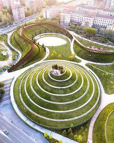 Milan Design Week sta per cominciare! Non ti dimenticare di scoprire la meravigliosa architettura di Architecture Program, Landscape Architecture Design, Green Architecture, Sustainable Architecture, Parametric Architecture, Parks, Landscaping Tips, Garden Landscaping, Design Plaza