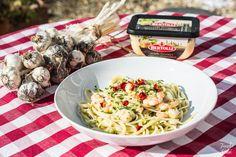 Pesto, Prawn & Linguine | Pasta Recipes | Foodieeshe.com
