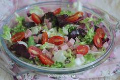 Ensalada de lechugas variadas,  jamón y cherrys a la vinagreta de soja