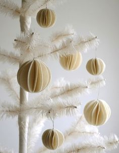 Felt Snow Ball Ornaments - love 'em.  031_vintagecolors_2_rect540