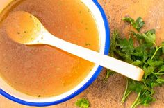 Louise Hay´s Favorite Bone Broth Recipe (and process) can be used for making any meat, poultry, or fish broth. Or, collect vegetables and make veggie stock. Beef Bone Broth, Soup Broth, Bouillon Detox, Bone Broth Benefits, Allergies Alimentaires, Veggie Stock, Beef Bones, Carrot Soup, Gratin