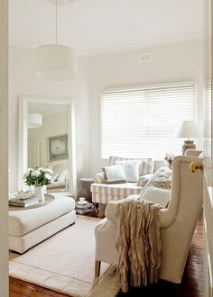 Relaxed East Coast style permeates this lovely Melbourne cottage Living Room Cabinets, Living Room Shelves, Home Living Room, Living Area, Hamptons House, The Hamptons, East Coast Style, Rustic Wood Walls, Wood Wall Shelf