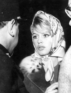 Brigitte Bardot http://scarves.comtesse-sofia.fr/be-a-glamourous-old-hollywood-star/