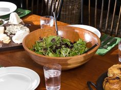 Get Maple-Dijon Vinaigrette Recipe from Food Network I used this recipe a lot- sometimes I add BV & shallots to it. Salad Dressing Recipes, Salad Recipes, Salad Dressings, Maple Vinaigrette, Vinaigrette Recipe, Baked In Vermont, Food Network Canada, Rabbit Food, Appetizer Dips