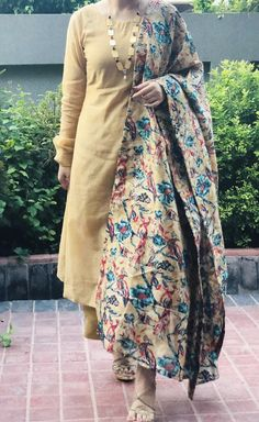 Salwar Designs, Kurta Designs Women, Kurti Designs Party Wear, New Designer Dresses, Indian Designer Suits, Simple Dresses, Casual Dresses, Pakistani Dresses, Punjabi Dress