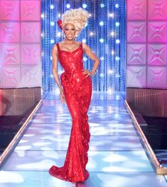 RuPaul isn't the queen of Drag Race for nothing. Drag Queen Costumes, Drag Queen Outfits, Drag Queens, Drag Dresses, Rupaul Drag Queen, Dresses For The Races, Races Fashion, Fashion Art, Races Outfit