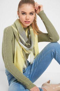 Karierter Schal Tops, Highlights, Fashion, Plaid Scarf, Scarves, Women's, Moda, Fashion Styles, Luminizer