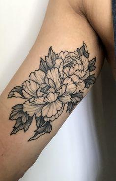 Peonies tattoo by Perry Smick @ Heretic Tattoo in Melbourne, Australia - Jenni Sheldon - Photo Stomach Tattoos, Future Tattoos, Sexy Tattoos, Body Art Tattoos, Small Tattoos, Sleeve Tattoos, Cool Tattoos, Tatoos, Medium Tattoos