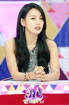 hyori's jet black hair