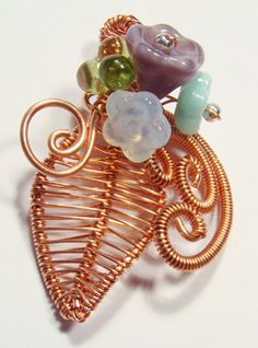 Harmony wire jewelry pendant (Great pix on wire wrapping)
