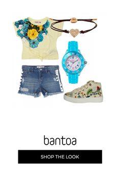 e5a95c68ec0f4c Maglietta gialla con fiori azzurri e shortsi jeans a cuiho abbinato  sneakers gialle s fiori,