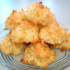 Coconut Macaroons Recipe – Dessert From Abhishek's Kitchen Favorite Cookie Recipe, Favorite Recipes, Recipe Without Flour, Cookie Recipes, Dessert Recipes, Macaroon Recipes, Coconut Macaroons, English Food, Mini Cakes