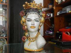 Testa portafiori in ceramica h.45...potete contattarmi su alespa76@live.it Ceramic Pottery, Pottery Art, Sculpture Art, Sculptures, Ceramic Sculpture Figurative, Head Planters, Pots, Moorish, Tile Art