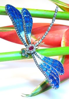 RARE DRAGON-FLY BROOCH, ART NOUVEAU ABOUT 1900, WITH ENAMEL, DIAMONDS, EMERALDS AND RUBIES