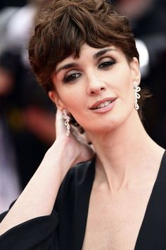 These hairstyles will make you want to go for the chop: http://lifestyle.one/grazia/hair-beauty/hair/short-hairstyles-haircuts/