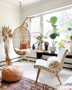 Placement of hanging chair and another chair in room for more background options for pics Boho Living Room, Living Room Chairs, Living Room Decor, Living Comedor, Deco Boheme, Boho Home, Swinging Chair, Bedroom Swing Chair, Room Decor Bedroom