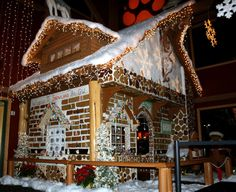 Gingerbread house at Great Wolf Lodge Snowland