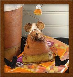 The Harvest Mice primitive, seasonal mice pattern. $10.00, via Etsy.