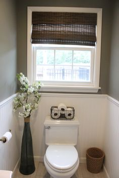 Bathroom Niche: Learn How To Choose And See Ideas With Photos - Home Fashion Trend Small Toilet Decor, Small Downstairs Toilet, Toilet Room Decor, Small Bathroom Window, Small Toilet Room, Small Half Bathrooms, Teal Bathroom Decor, Bathroom Niche, Bathroom Window Treatments