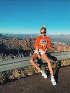 Baddie outfit ideas is a great option of clothes baddie, but baddie grunge and aesthetic Cute Instagram Pictures, Instagram Pose, Insta Pictures, Cute Photos, Picture Poses, Photo Poses, Poses For Pictures, Shotting Photo, Jugend Mode Outfits