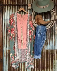 The Talco Kimono duster and The Linden jersey knot tank have both been back in stock for a few days and are going fast! Hurry to snag you one before they are gone again #hotitems #floral #love #rose #sage #savannah7s