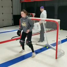 This is a simple hand eye goalie drill originally shared by made famous by our friends at True Focus Vision. Field Hockey Goalie, Goalie Pads, Hockey Drills, Hockey Memes, Hockey Players, Dek Hockey, Hockey Room, Youth Hockey, Soccer