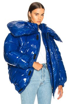 We'd be willing to bet your winter coat is a variation of brown, black, navy, tan, or olive. Change that up with one of our 13 favorite colorful coats. Blue Puffer Jacket, Down Puffer Coat, Puffy Jacket, Raincoats For Women, Jackets For Women, Raincoat Outfit, Braut Make-up, Oversized Jacket, Unisex
